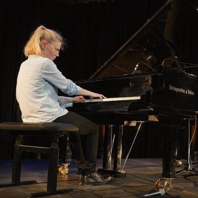 Johanna Summer am Steingraeber Flügel