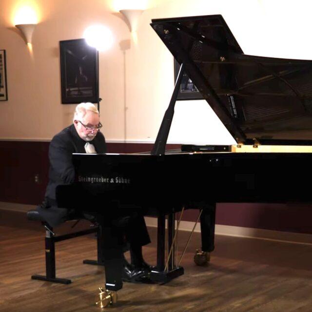 Oleg Volkov Steingraeber Piano